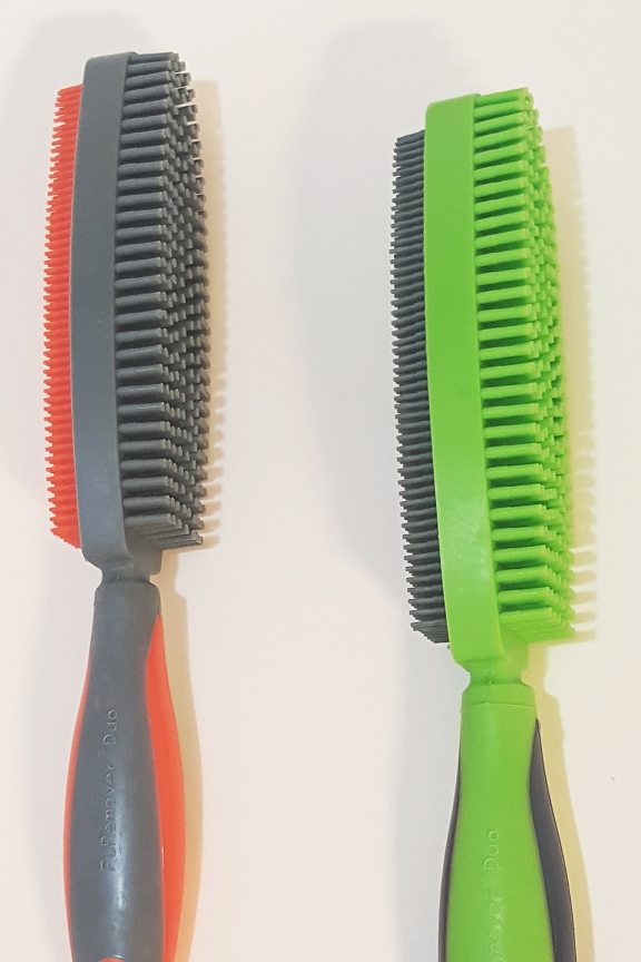 Fine bristles on one side and thicker bristles on the other.