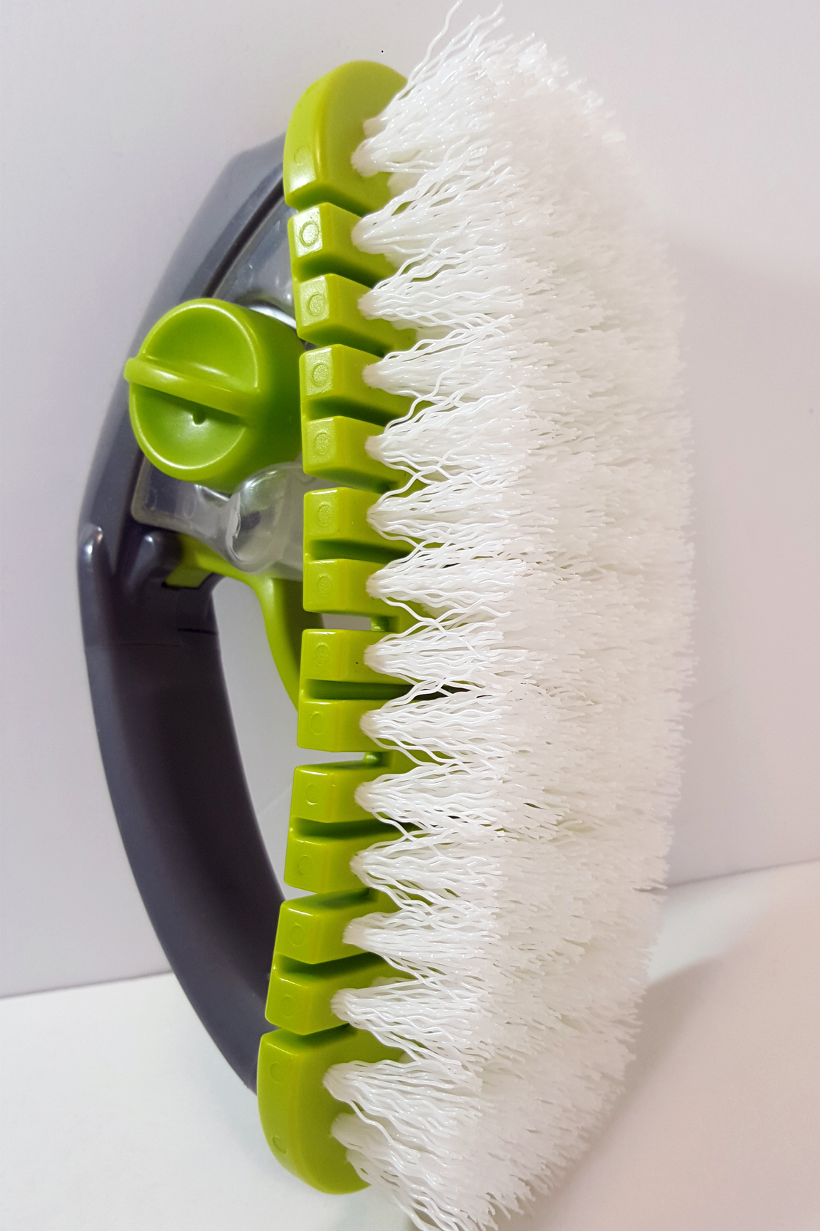 Large, flexible scrubber with 8x brstles for easy cleaning.