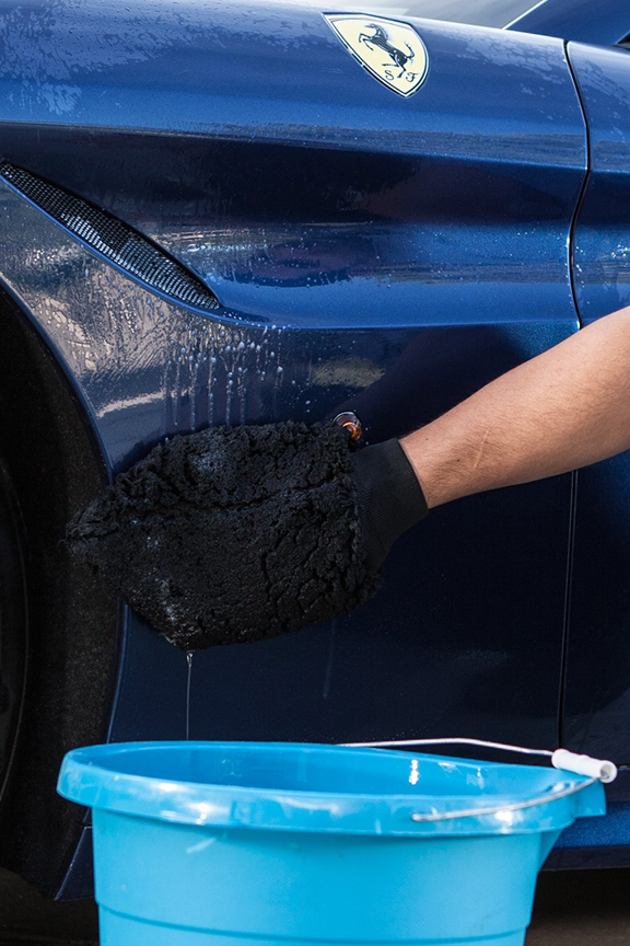 Wash, dry, wax, buff, dust and more. A versatile car cleaning mitt.