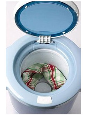Moderate capacity spin dryer. Holds up to 2.2 pounds of clothing.