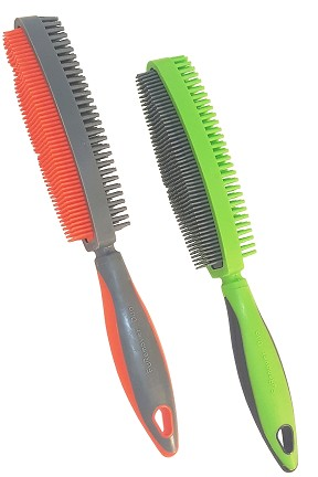 FURemover Duo - A dual sided brush for cleaning and grooming.